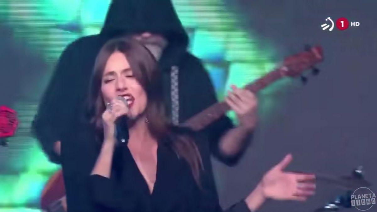 Itziar Ituño cantando en ETB