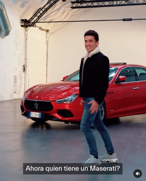 Fotograma del vídeo con el que Jaime Lorente respondió a María Pedraza en redes
