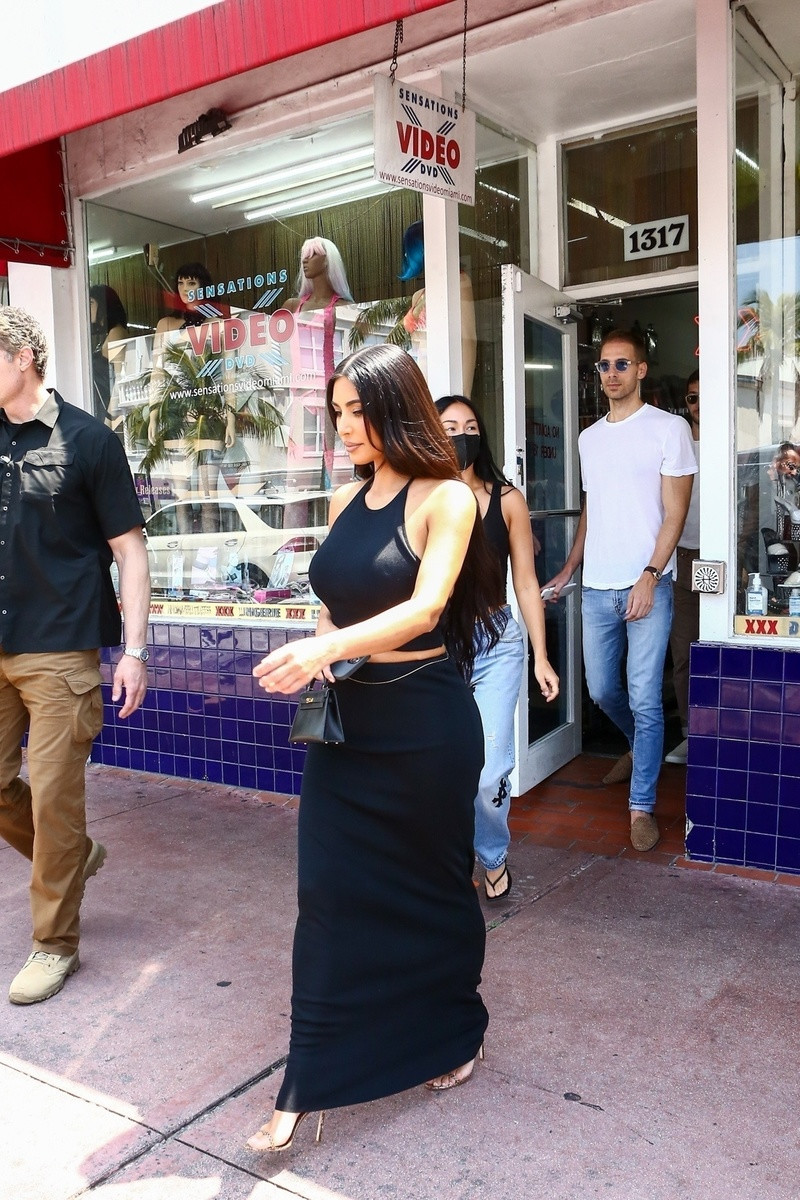 Las fotos de Kim Kardashian saliendo de un sex shop