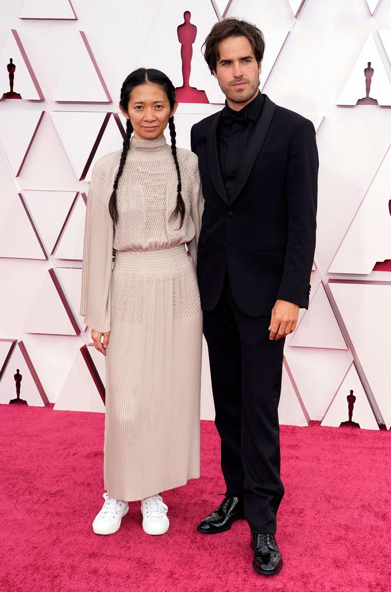 Chloé Zhao protagonizó uno de los momentos curiosos de los Oscar