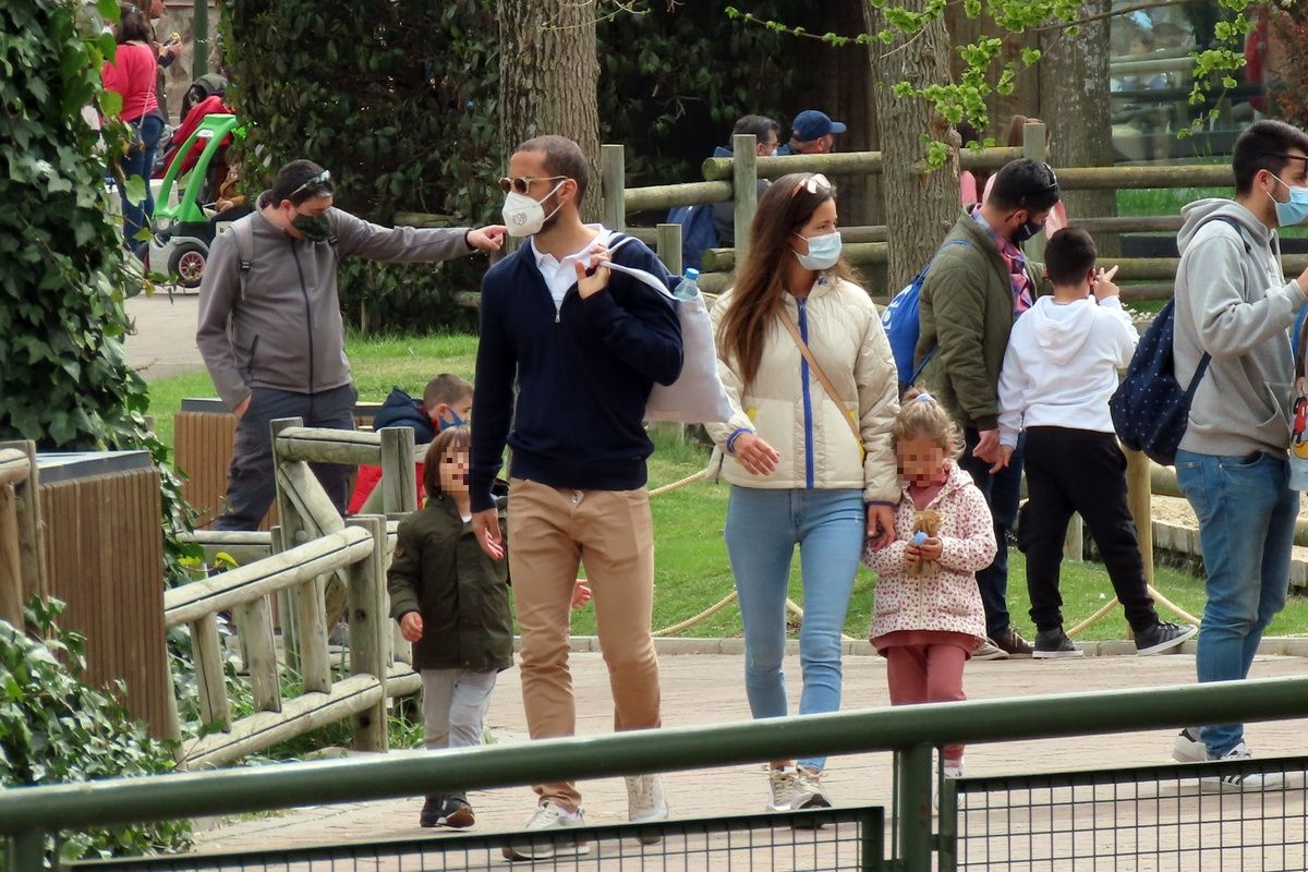 Malena Costa en el zoo con la familia