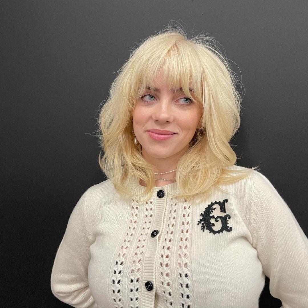 Billie Eilish rubia platino y look sexy