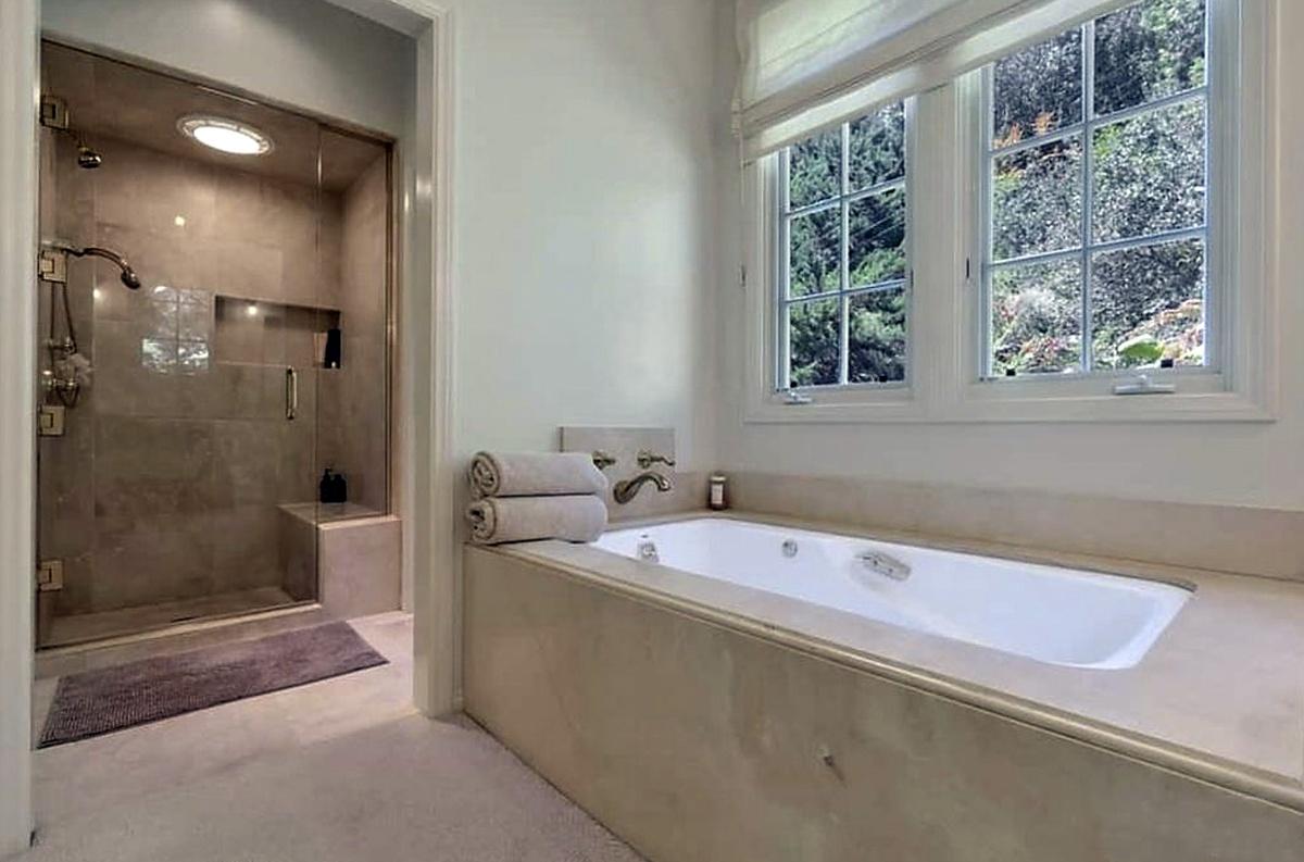 Fotos de la casa vendida por Katy Perry en Beverly Hills baño