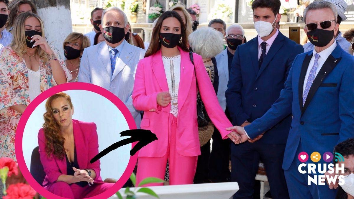 Gloria Camila en traje rosa