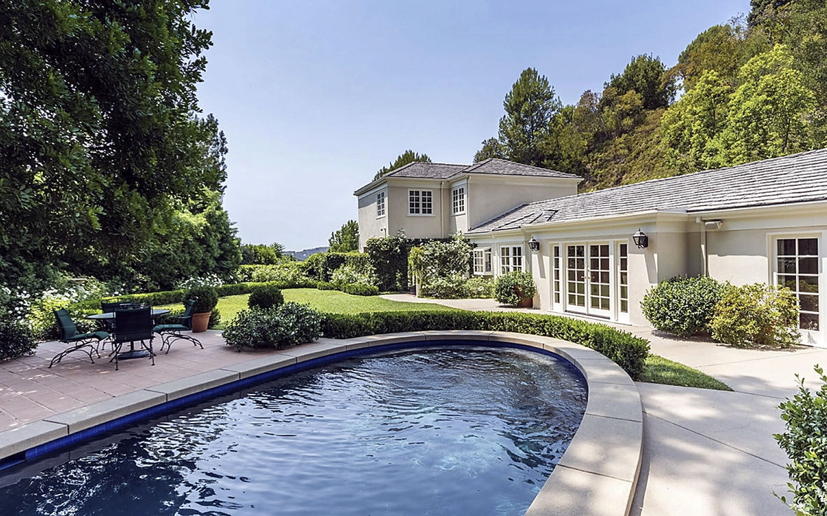 Katy Perry vende propiedad en Beverly Hills imágenes de la piscina