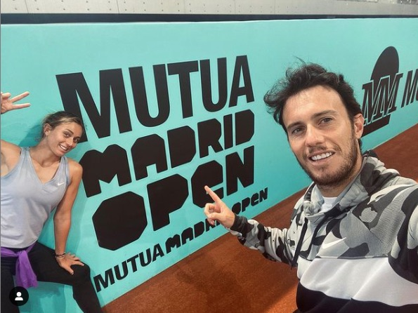 Paula Badosa está feliz con Javi Martí porque la está poniendo en lo más alto del Mutua Madrid Open, donde ambos aparecen en la foto