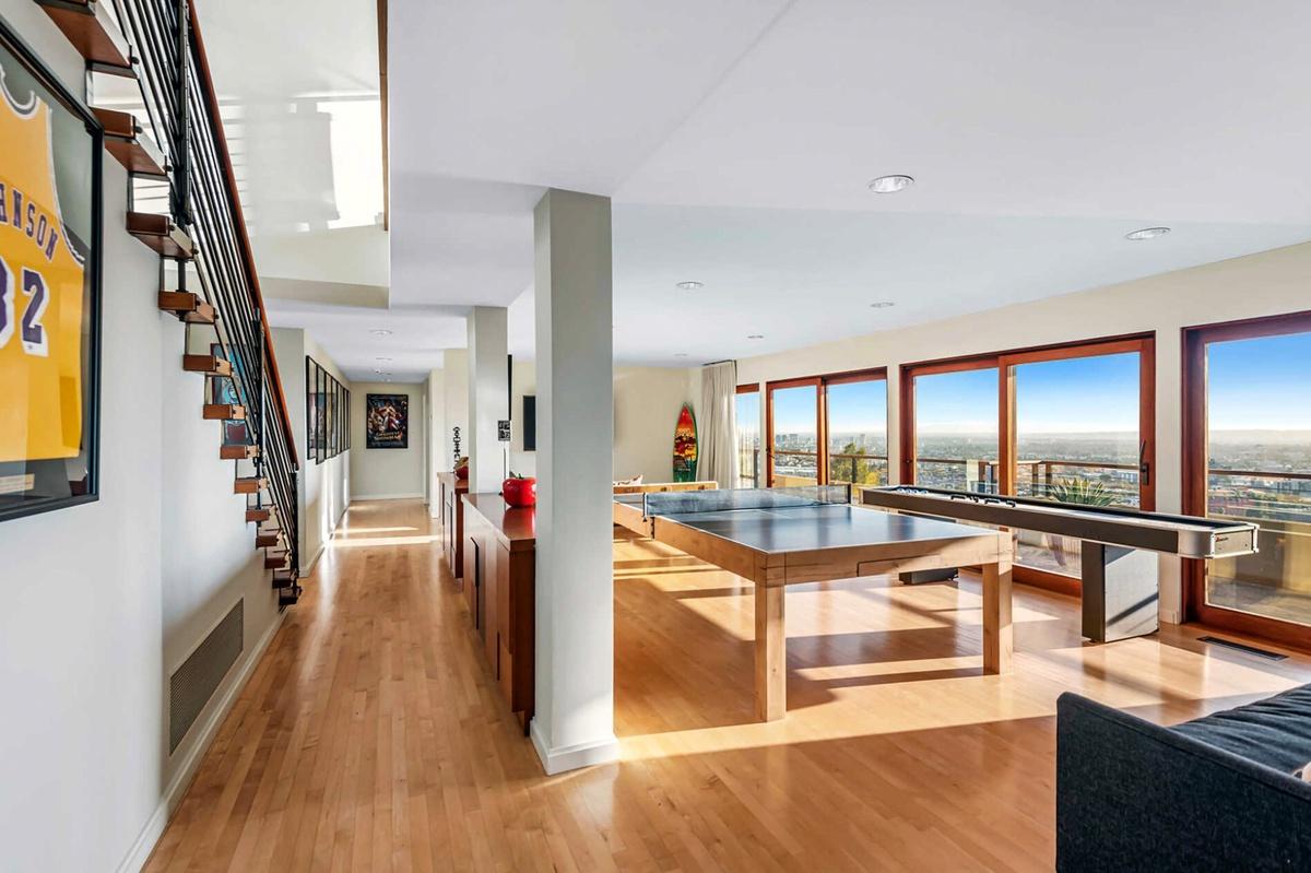 Zac Efron vende mansión de 1720 metros cuadrados vistas del interior