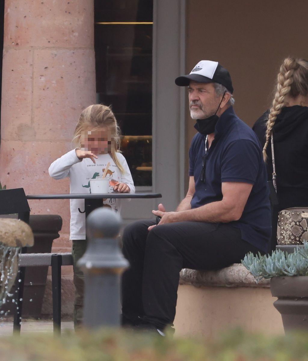 Mel Gibson y su hijo pequeño
