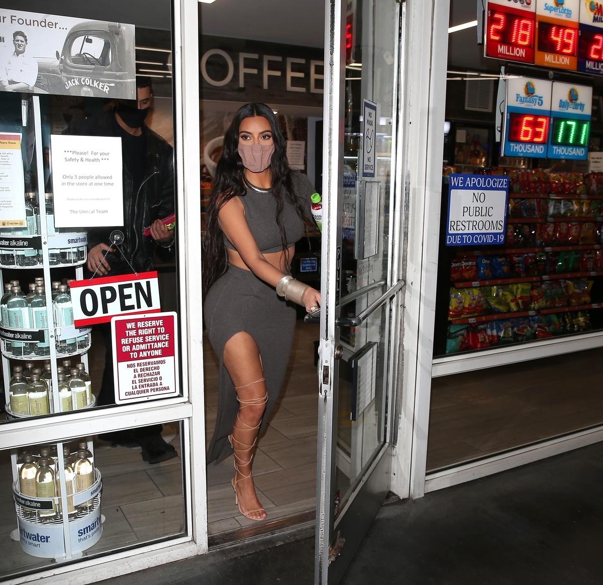 Kim Kardashian piernas
