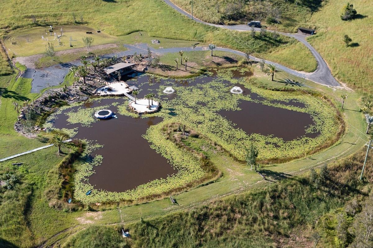 El lago artificial de la mansión de Elsa Pataky y Chris desde el aire