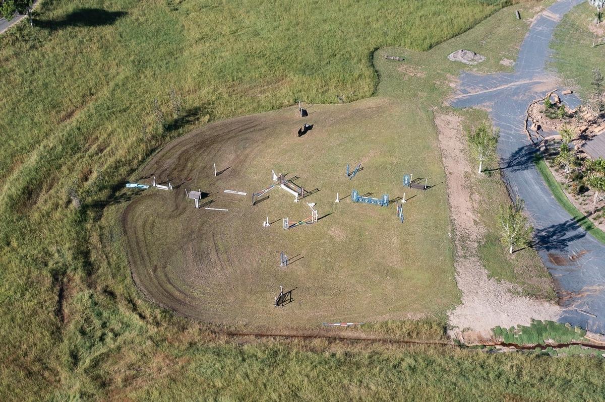 La pista hípica la mansión de Elsa Pataky y Chris desde el aire