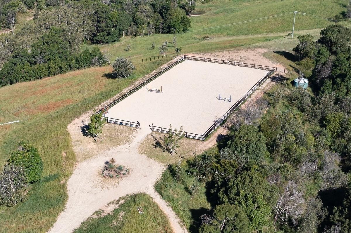 Otra de las pistas hípica de la mansión de Elsa Pataky y Chris desde el aire