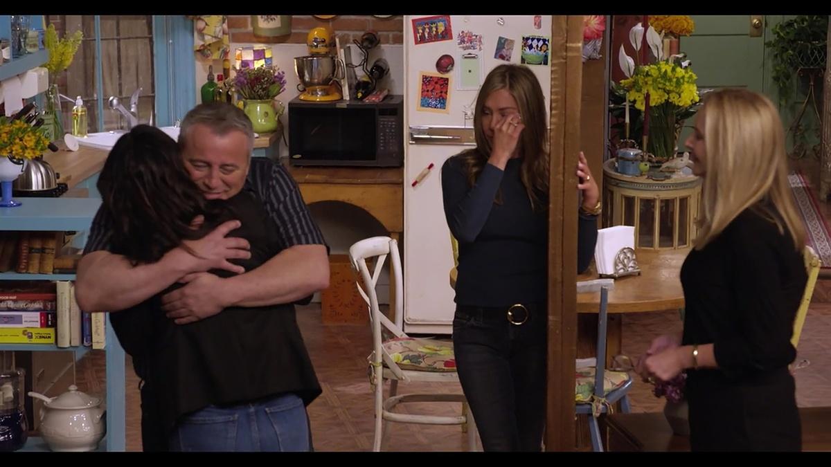 Abrazo entre Matt y Courteney con Jennifer y Lisa