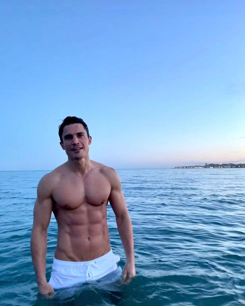 Los músculos de Álex Gónzalez en el mar