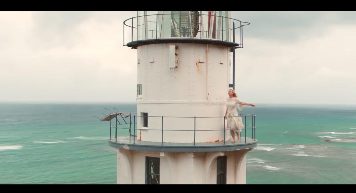 Katy Perry en su nuevo clip, subida a la torre de un faro