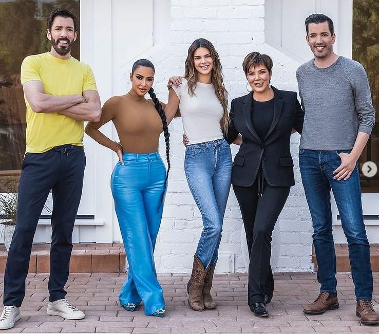 Fotos de Kim Krdashian y Kendall Jenner en Hermanos a la Obra Casa Antes y Después