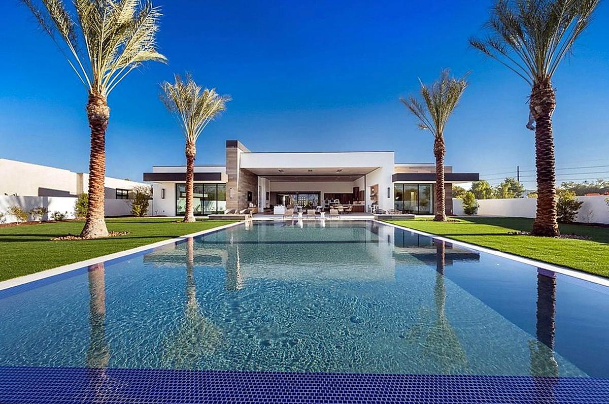 Kourtney Kardashian compra mansión en Palm Springs con piscina infinita