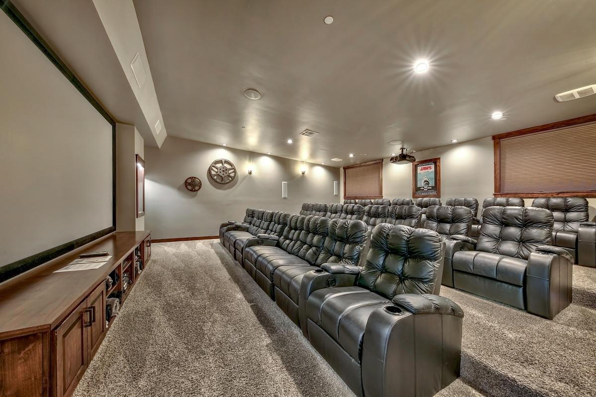 La casa donde las Kardashian hicieron su último show con sala de cine