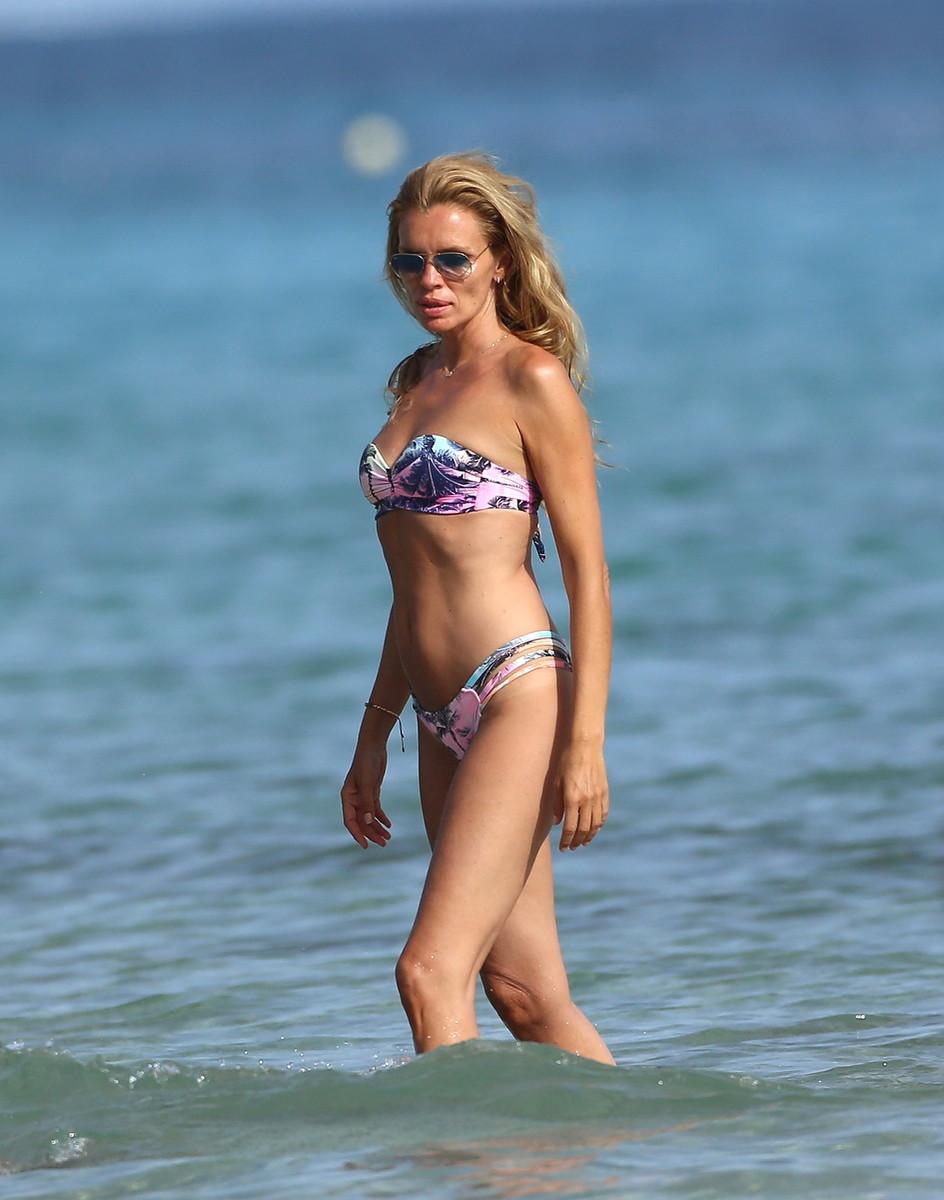 El cuerpo de Esther Cañadas en bikini sigue impresionando