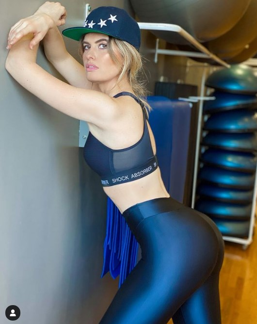 Adriana Abenia con malla de ejercicios