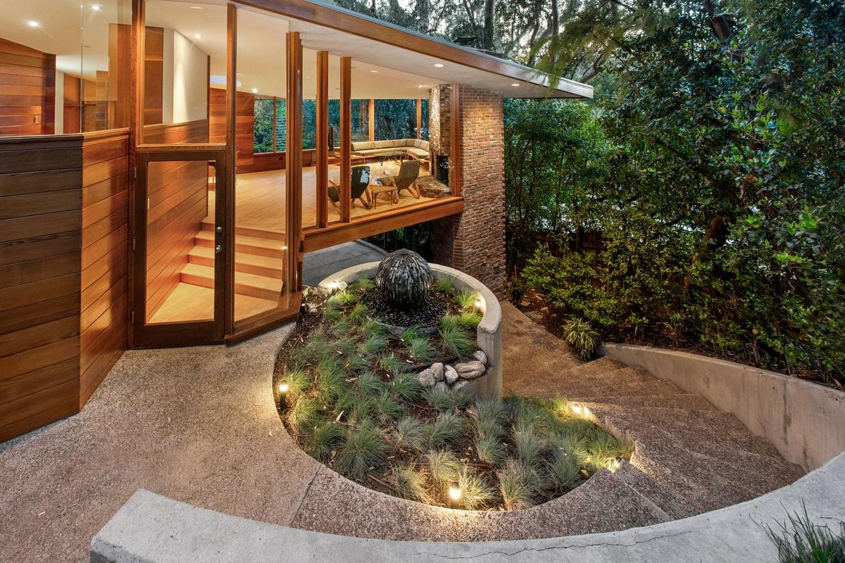 Estilo Casa en el Árbol Dua Lipa y Anwar Hadids compran Nido de Amor por 2,5 millones de dólares en Los Ángeles