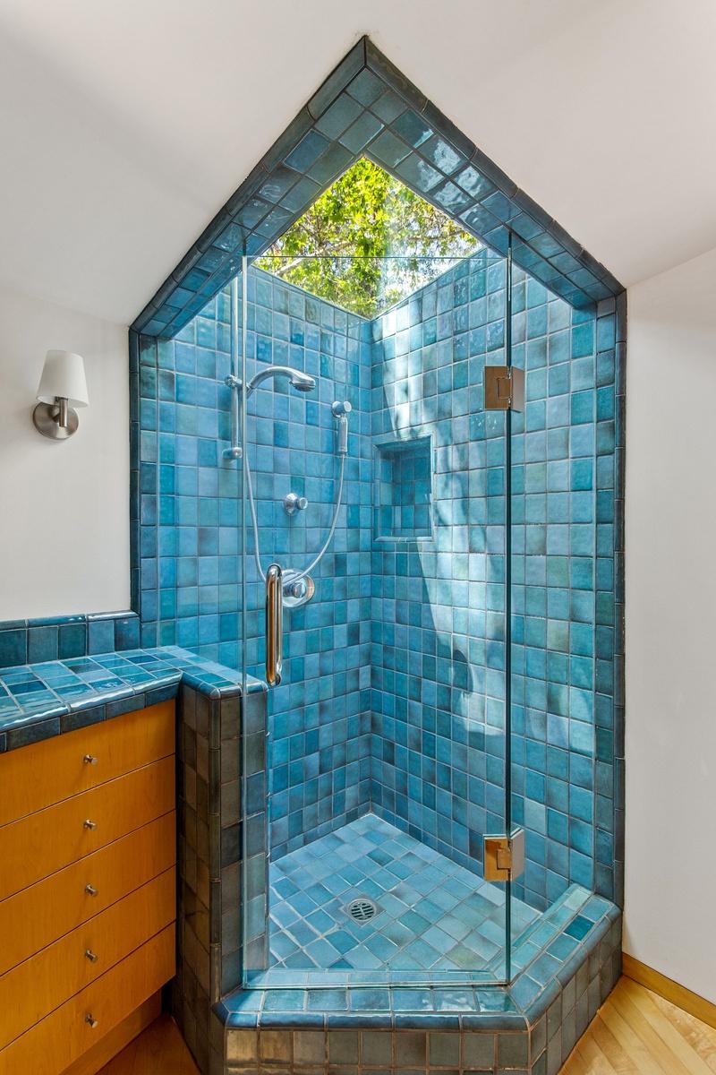 Fotos de la Casa de Dua Lipa y Anwar Hadids en Los Ángeles Casa en el Árbol