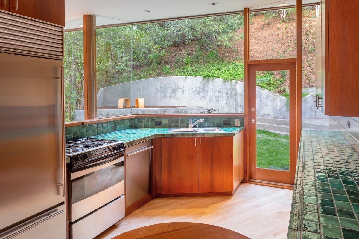 Fotos del interior de la Casa de Dua Lipa y Anwar Hadids en Los Ángeles Casa en el Árbol