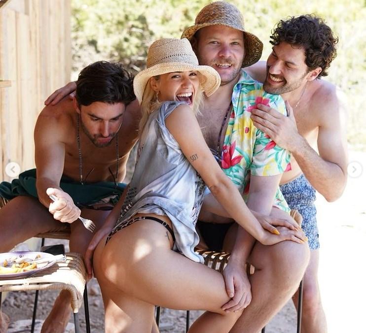 Lali Espósito en Ibiza con sus amigos la pasó a lo grande
