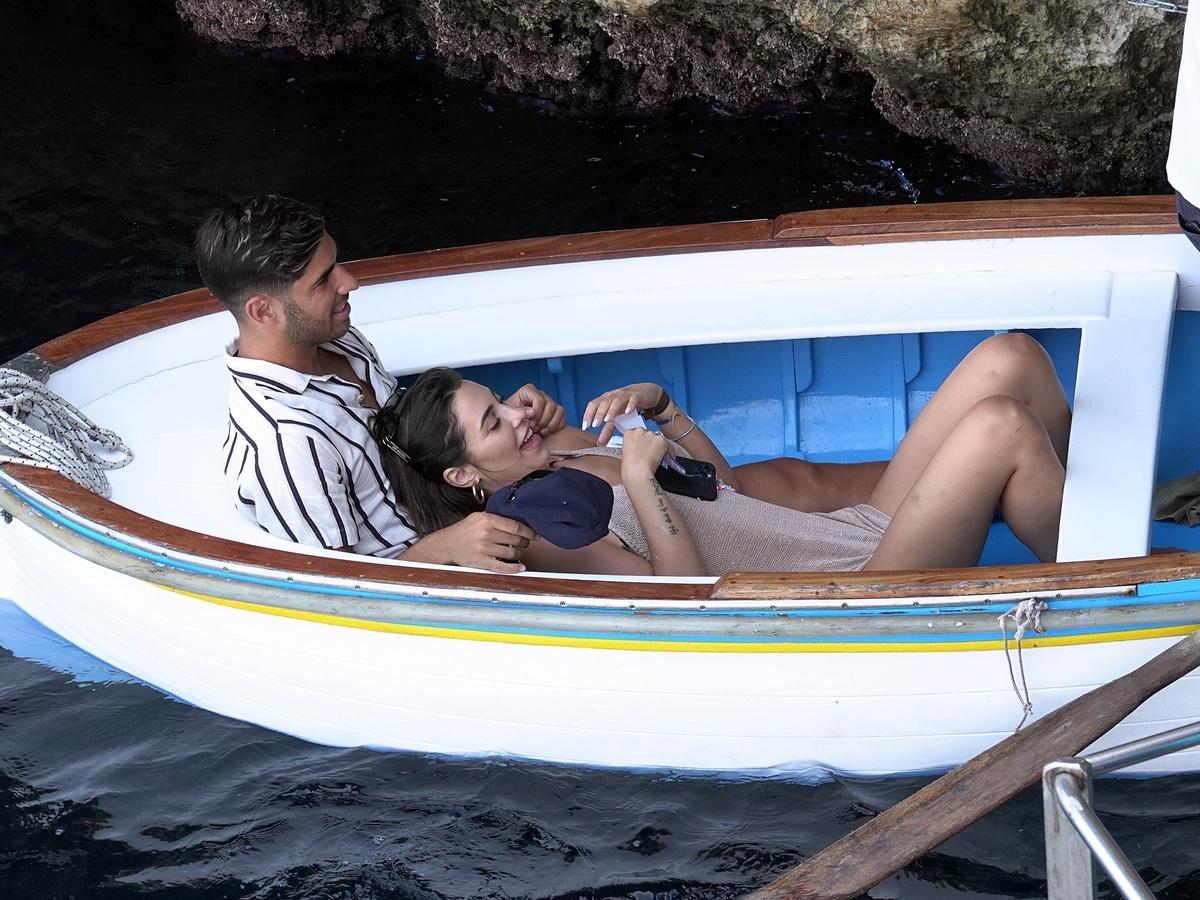 Marco Asensio y Sandra Garal momento íntimo en Capri Italia