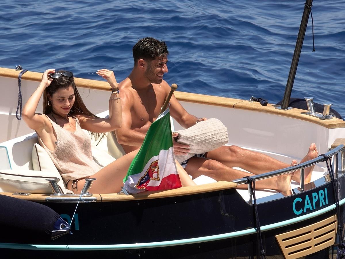 Marco Asensio y su novia Sandra vacacionan en Capri Italia Fotos Exclusivas