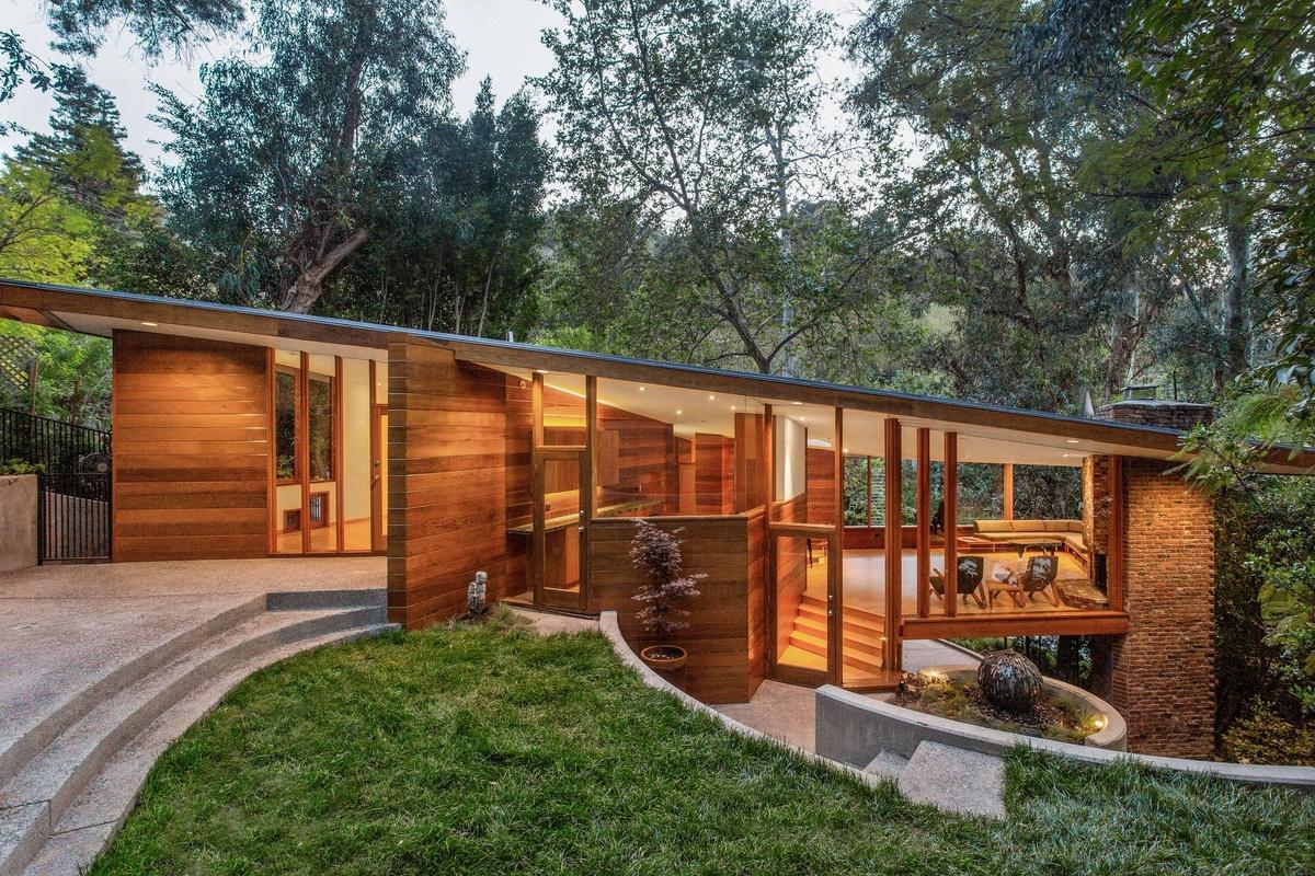 Nido de Amor Dua Lipa y Anwar Hadids compran Casa del Árbol en Los Ángeles por 2,5 millones de dólares