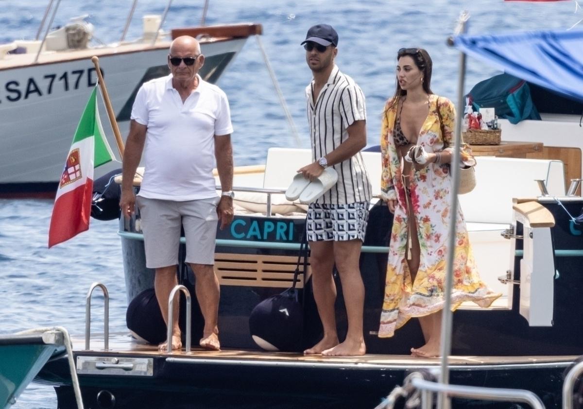Par de guapuras Marco Asensio y su novia Sandra Garal vacacionan en Capri