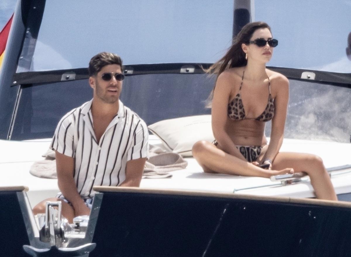 Par de guapuras Marco Asensio y su novia Sandra vacacionan en Capri Fotos Exclusivas