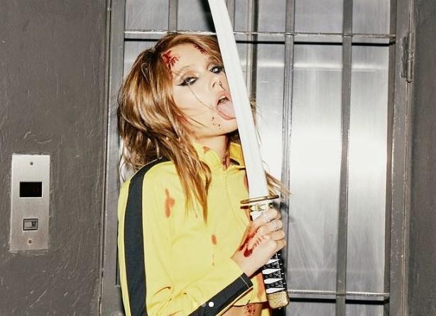 Valentina Zenere con outfit de Kill Biill luce lista para grabar la película
