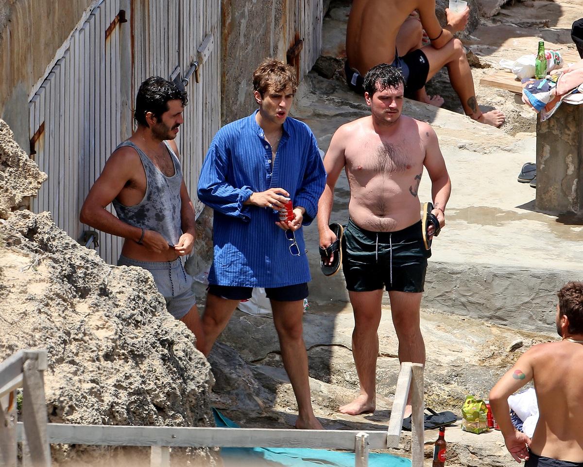Josh con algunos de sus amigos