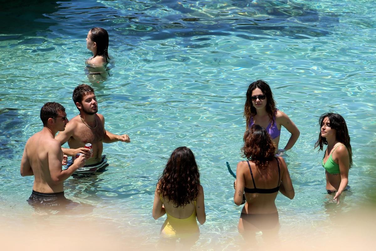 Anna Castillo, Macarena García, Claudia Traisac y Gemma Galán, en el agua