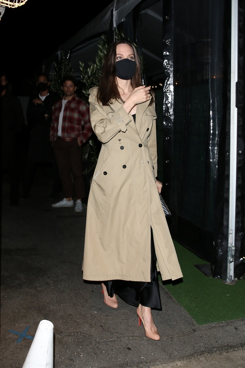 Angelina Jolie a la salida del restaurante