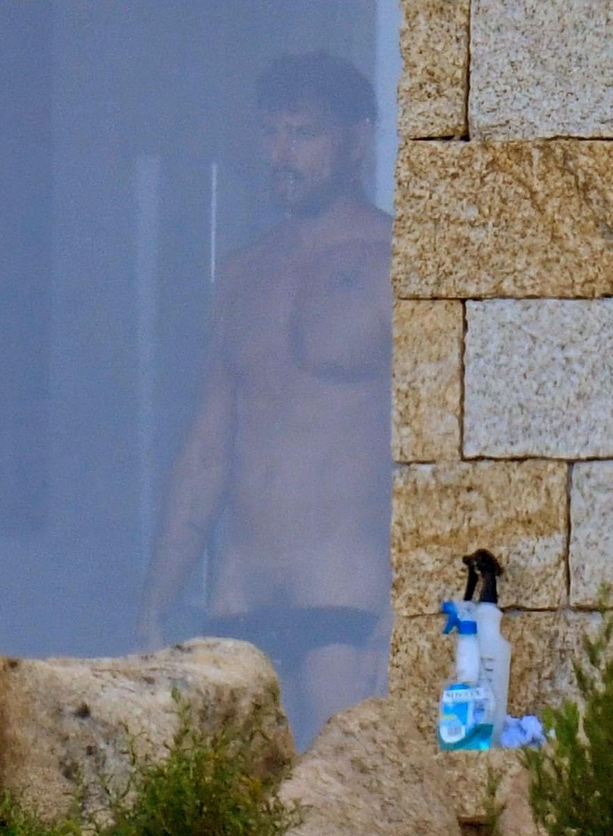 Estas son las fotos desnudo de Michele Morrone en el rodaje