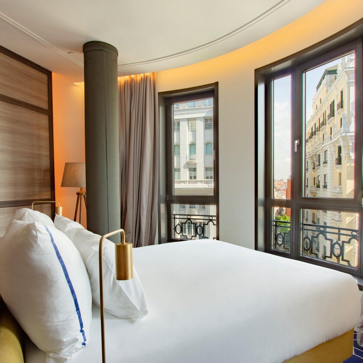 habitación del hotel de CR7 con vistas panorámicas