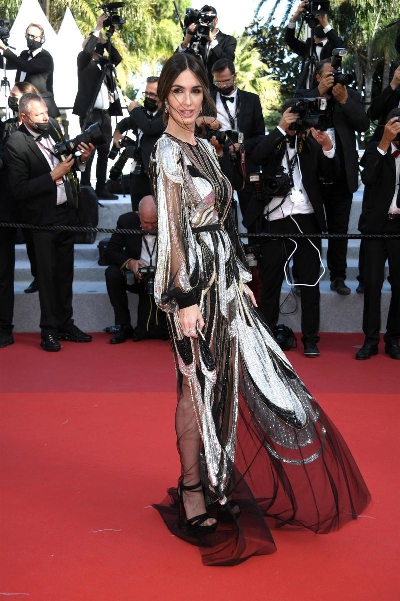 Paz Vega enseña pecho en Cannes