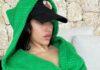 ¡Verde que te quiero verde! Rosalía en bata de baño genera miles de reacciones