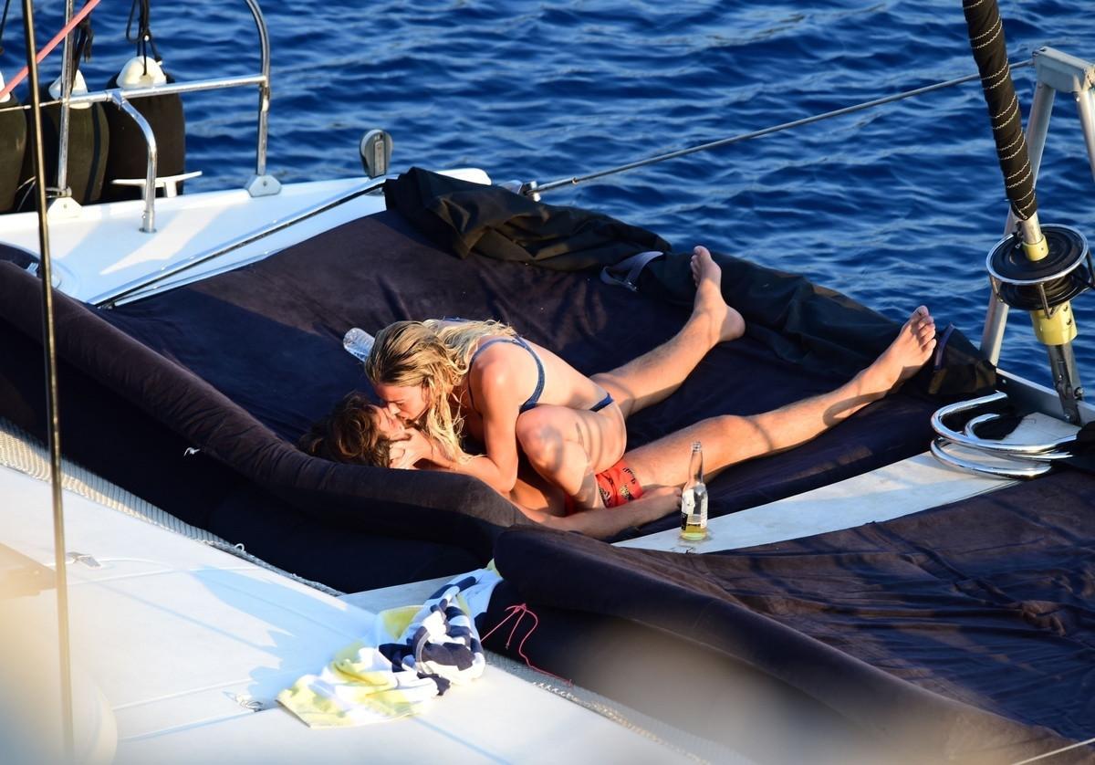 Los besos de Can Yaman y Diletta en alta mar