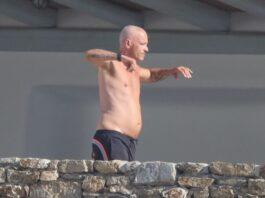 Eros Ramazzotti haciendo deporte