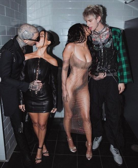 Kourtney Kardashian y Megan Fox posan en toples para SKIMS y rompen internet