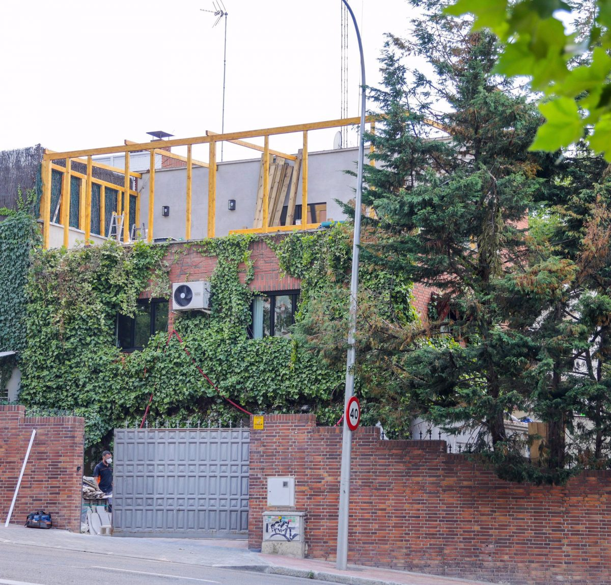 Aitana y Miguel Bernardeau ya viven juntos en esta casa, aquí en obras