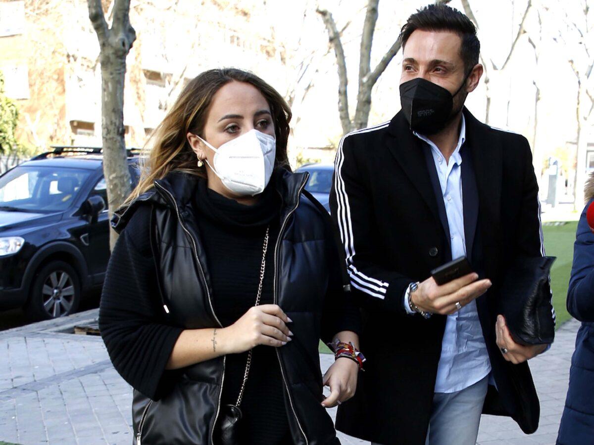 Antonio David y Rocío Flores en los juzgados por ciberdelito