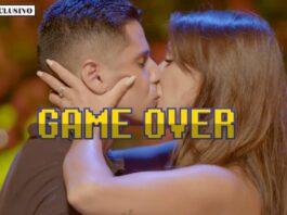 Christopher y Fani se besan en la hoguera de confrontación