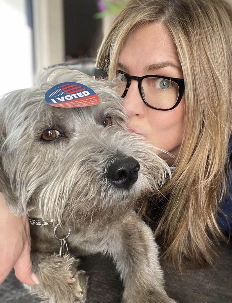 Jennifer Aniston con su perro