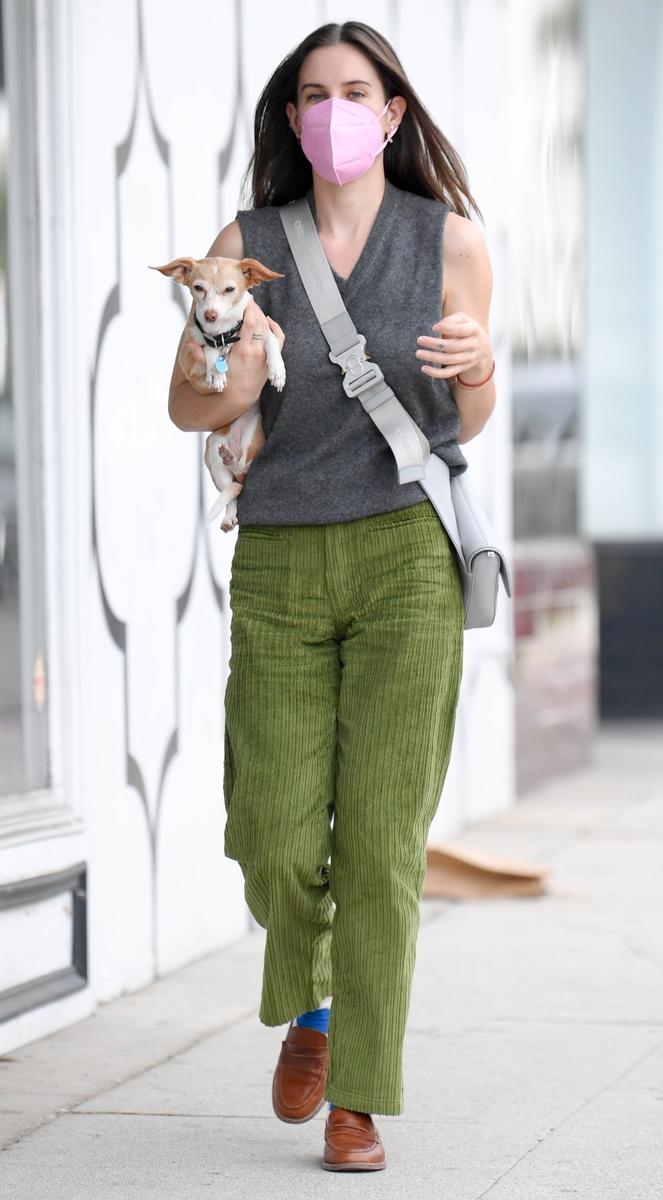 Scout willis con su perro