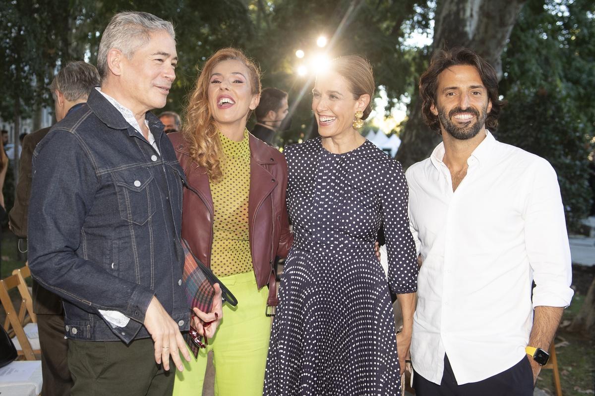 Rocío Carrasco en el desfile de Palomo Spain junto a Boris Izaguirre, Raquel Sánchez Silva y el marido de esta